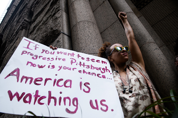 Shooting - Crime「Activists Demonstrate In Pittsburgh After Unarmed Black Teen Was Fatally Shot In Back By Police While Fleeing A Traffic Stop」:写真・画像(16)[壁紙.com]