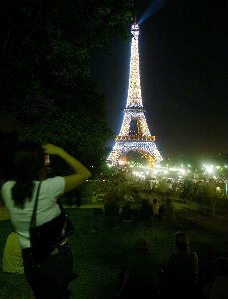 Light Bulb「Thousands Of New Bulbs Illuminate Eiffel Tower」:写真・画像(16)[壁紙.com]