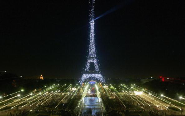 Light Bulb「Thousands Of New Bulbs Illuminate Eiffel Tower」:写真・画像(14)[壁紙.com]
