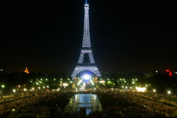 Light Bulb「Thousands Of New Bulbs Illuminate Eiffel Tower」:写真・画像(13)[壁紙.com]