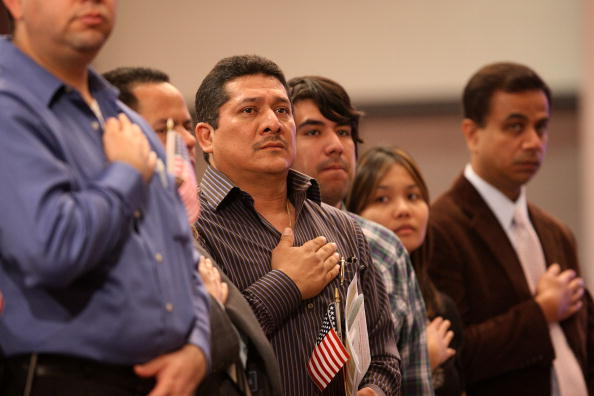 Ceremony「Naturalization Ceremony Held For Thousands Of Immigrants To US」:写真・画像(9)[壁紙.com]