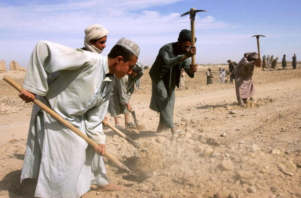 Dust「U.S. And Afghan Teams Fight Drug Trade in Southern Afghanistan」:写真・画像(18)[壁紙.com]