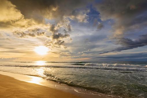 Pacific Ocean「USA, Hawaii, Kauai, Polihale State Park, Polihale Beach at sunset」:スマホ壁紙(3)