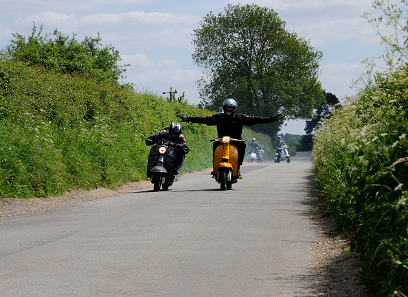 Country Road「Mods on scooters on club run 2008」:写真・画像(12)[壁紙.com]