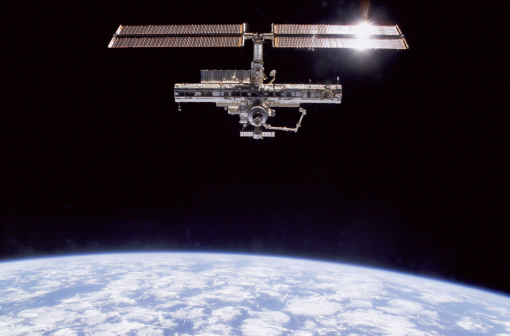 Planet Earth「International Space Station in atmosphere」:スマホ壁紙(6)