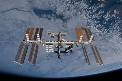 Solar Energy「International Space Station set against the background of a cloud covered Earth.」:スマホ壁紙(14)