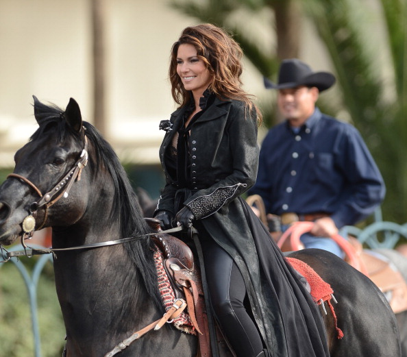 Black Coat「Las Vegas Strip Closes As Horse Stampede Welcomes Shania Twain's Arrival To The Colosseum At Caesars Palace」:写真・画像(18)[壁紙.com]