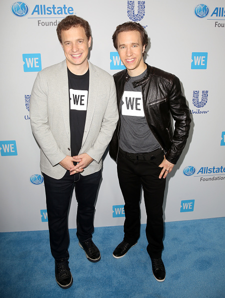 Leather Jacket「Selena Gomez, Alicia Keys, Demi Lovato, Bryan Cranston, DJ Khaled, Miss Piggy And More Come Together At WE Day California To Celebrate Young People Changing The World」:写真・画像(15)[壁紙.com]