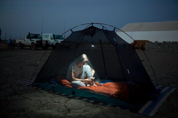 Using Phone「Aid Worker In South Sudan」:写真・画像(13)[壁紙.com]