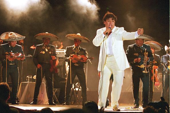 Singer「Juan Gabriel concert in Ciudad Juarez, Mexico.」:写真・画像(15)[壁紙.com]