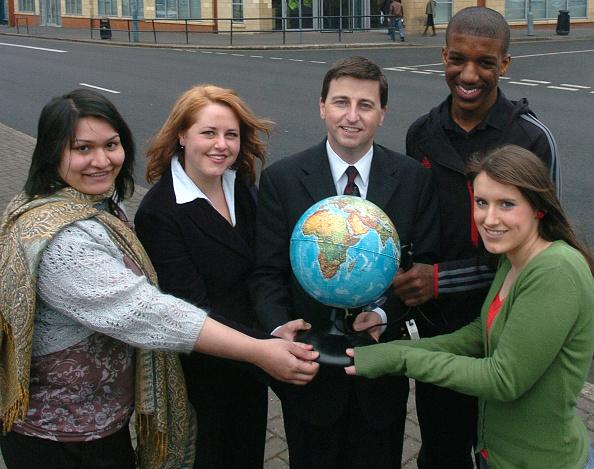 Global Business「Douglas Alexander Launches Volunteering Initiative」:写真・画像(14)[壁紙.com]