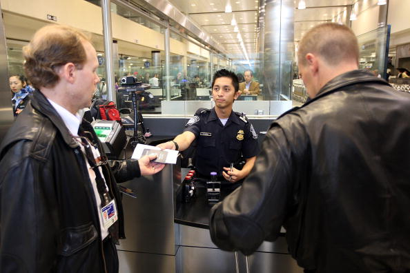 LAX Airport「US Customs And Border Patrol Processes Holiday Travelers」:写真・画像(11)[壁紙.com]