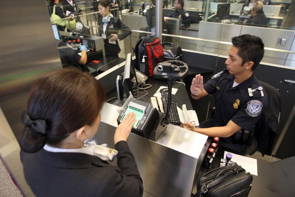 LAX Airport「US Customs And Border Patrol Processes Holiday Travelers」:写真・画像(18)[壁紙.com]