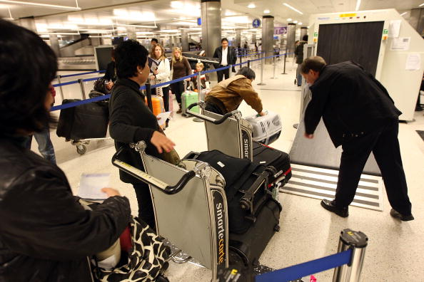 LAX Airport「US Customs And Border Patrol Processes Holiday Travelers」:写真・画像(5)[壁紙.com]