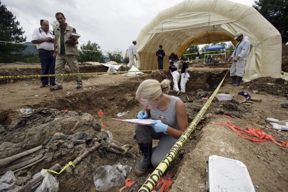 Archaeology「Forensics Experts Work On Exhuming And Identifying Srebrenica Victims」:写真・画像(9)[壁紙.com]