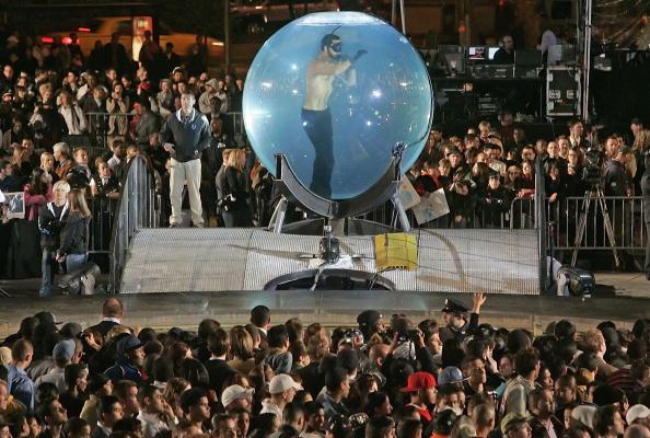 Decisions「David Blaine Stunt in Lincoln Center」:写真・画像(17)[壁紙.com]
