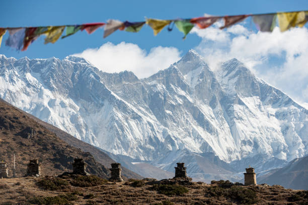 Chortens above Pangboche with views of Eversest in the distance:スマホ壁紙(壁紙.com)