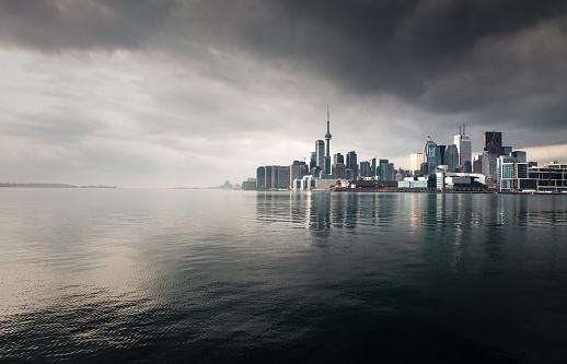 Rain「Toronto Storm Skyline」:スマホ壁紙(16)