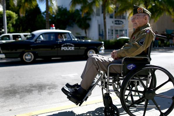 Veteran「Veterans Day Parade Winds Through Miami Beach」:写真・画像(11)[壁紙.com]