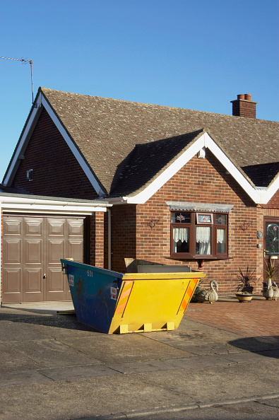 No People「Skip in driveway of home, UK」:写真・画像(11)[壁紙.com]