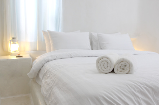 Towel「white and  luxurious hotel bedroom」:スマホ壁紙(5)