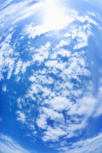 Fish-Eye Lens「Clouds in sky」:スマホ壁紙(12)