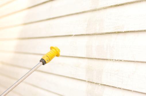 Spraying「pressure washing the house side」:スマホ壁紙(15)