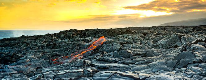 Lava「Fresh lava on rocks at sunset」:スマホ壁紙(8)