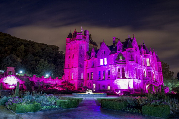 Breast「UK's Iconic Landmarks Turn Pink For Breast Cancer Campaign」:写真・画像(5)[壁紙.com]