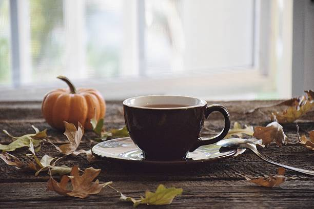 Cup of tea with a pumpkin and autumn leaves:スマホ壁紙(壁紙.com)