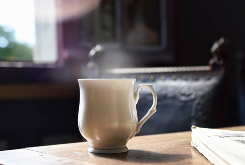 Refreshment「cup of tea on table with steam」:スマホ壁紙(8)