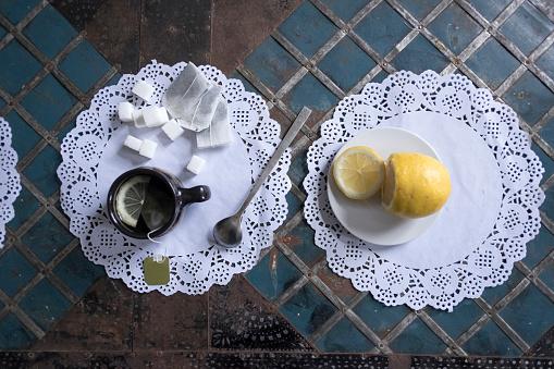 レース模様「Cup of tea with lemon and sugar on lace doilies」:スマホ壁紙(10)