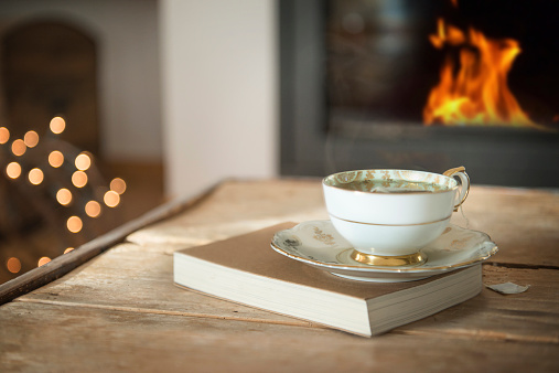 Winter「A cup of tea in front of fireplace」:スマホ壁紙(13)