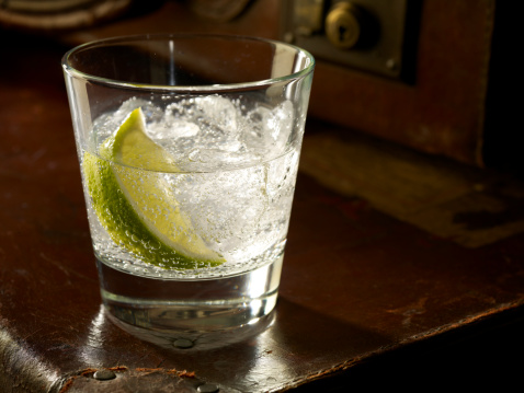 Focus On Foreground「Glass of Gin and Tonic with Ice and Lime」:スマホ壁紙(3)