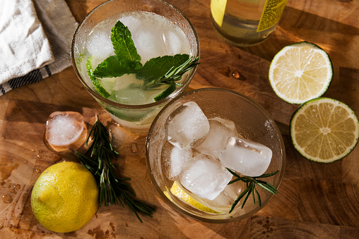 Cocktail「Glass of Gin Tonic with lime, mint, rosmary and ice and lemon, rosmary and ice」:スマホ壁紙(11)