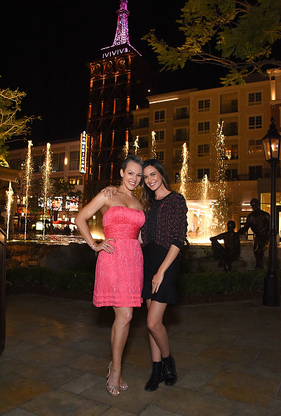 """Architectural Feature「Odette Annable and Erin Cummings """"Go Pink"""" to light The Americana at Brand's spire support Breast Cancer Awareness Month and the American Cancer Society」:写真・画像(13)[壁紙.com]"""