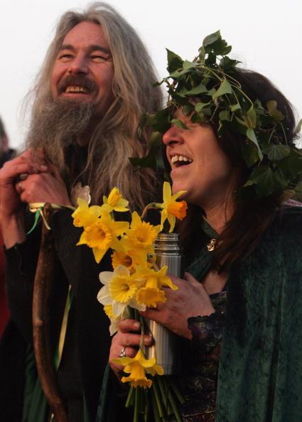 春「Druids Celebrate Spring Equinox At Stonehenge」:写真・画像(16)[壁紙.com]