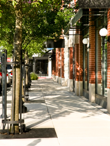 Small Town「Tree lined sidewalk in front of main street shops. Downtown.」:スマホ壁紙(17)