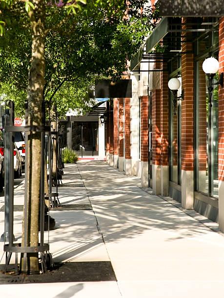 Tree lined sidewalk in front of main street shops. Downtown.:スマホ壁紙(壁紙.com)
