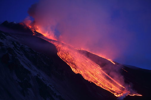 Steep「April 1, 2012 - Lava flowing into Valle del Bove at Mount Etna Volcano, Italy, following paroxysmal eruption.」:スマホ壁紙(16)