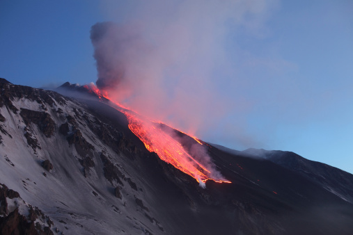 Steep「April 1, 2012 - Lava flowing into Valle del Bove at Mount Etna Volcano, Italy, following paroxysmal eruption.」:スマホ壁紙(17)