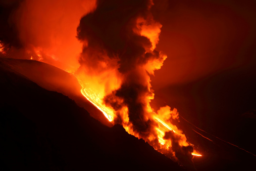 Steep「April 1, 2012 - Nighttime paroxysmal eruption at Mount Etna Volcano, Italy. Steam cloud rising as lava melts snow in Valle del Bove.」:スマホ壁紙(15)