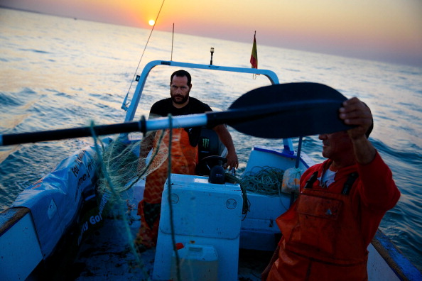 Fisherman「Unemployed Construction Workers Resort To Illegal Fishing」:写真・画像(1)[壁紙.com]