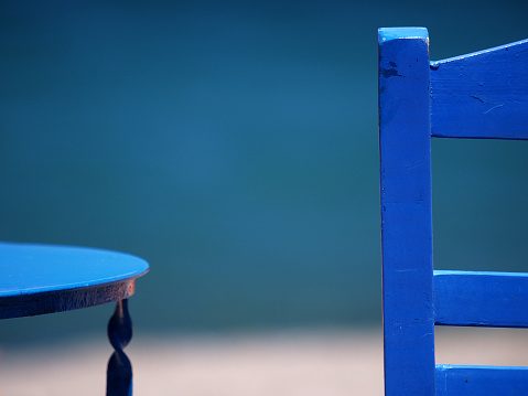 Two Objects「Blue chair and table」:スマホ壁紙(1)