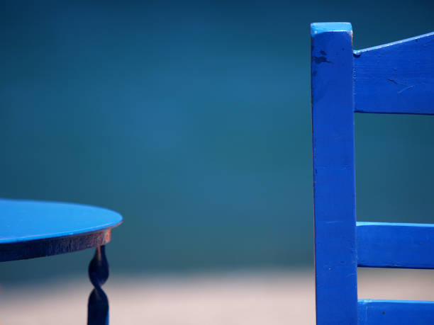 Blue chair and table:スマホ壁紙(壁紙.com)