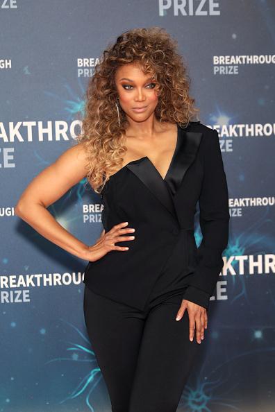 Curly Hair「2020 Breakthrough Prize - Red Carpet」:写真・画像(12)[壁紙.com]