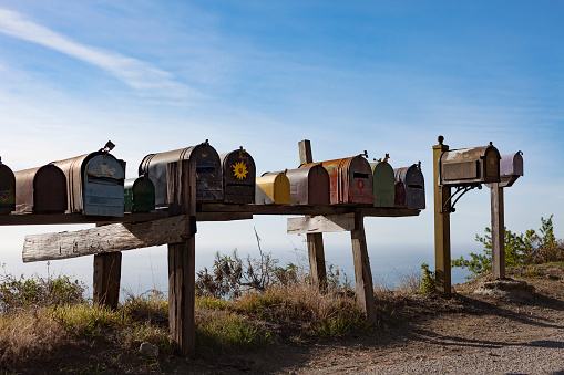 Big Sur「Diverse Country Mailboxes Overlooking Ocean」:スマホ壁紙(2)