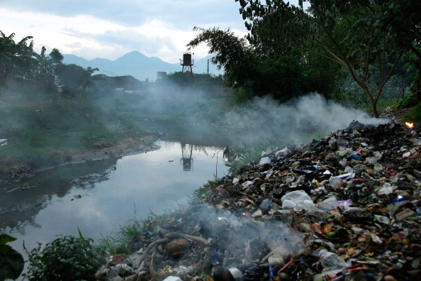 Textile「Indonesia's Citarum River Identified As One Of World's Top 10 Most Polluted Places」:写真・画像(17)[壁紙.com]