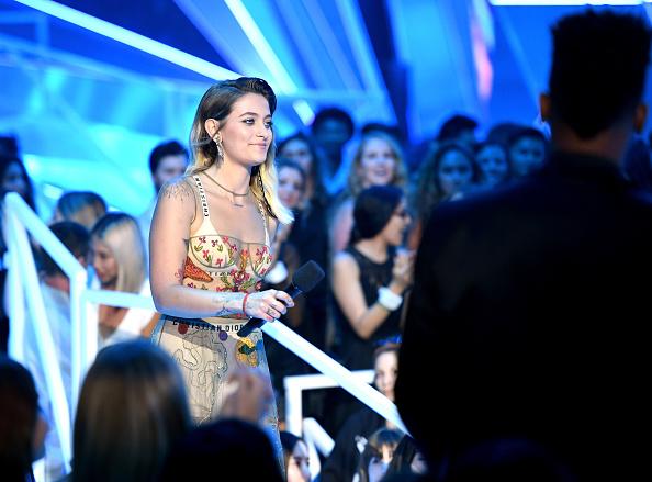 Strap「2017 MTV Video Music Awards - Fixed Show」:写真・画像(0)[壁紙.com]