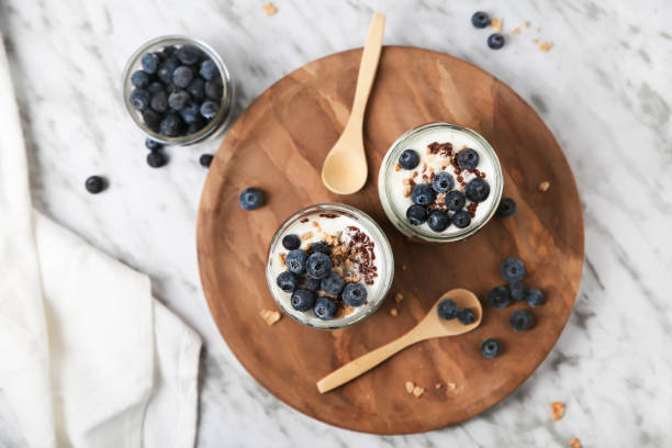 Chia pudding parfait with chocolate and yoghurt with blueberries and granola in jars:スマホ壁紙(壁紙.com)